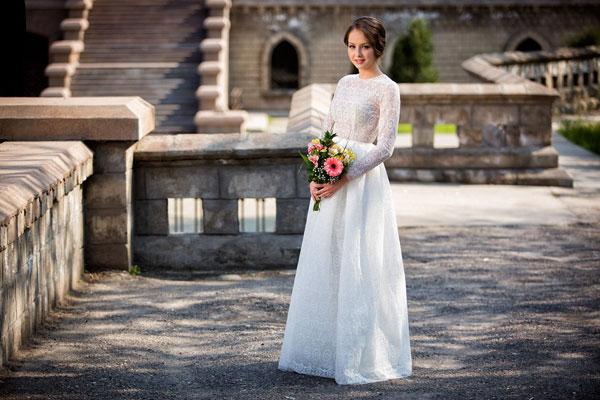 Váy cưới ren cổ điển gợi cảm cho cô dâu