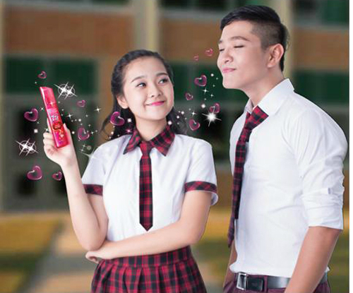 Nước hoa Izzi có mùi thơm ngọt ngào, nhẹ nhàng không chỉ giúp con gái tự tin đến trường mà còn nữ tính mọi lúc, mọi nơi.