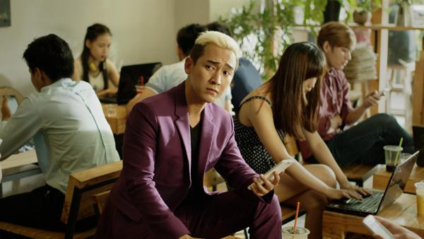 gô Kiến Huy thu hút sự chú ý với mái tóc ngố cùng vẻ mặt hài hước khi vào vai bạn thân Sơn Tùng.
