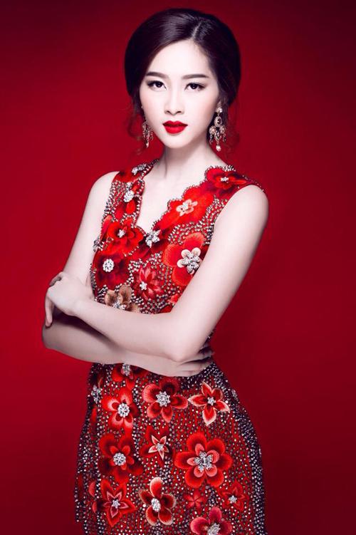 4 mỹ nhân tỏa sắc với váy 'made in Việt Nam'