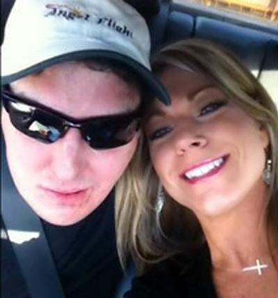 Norris và bạn gái Melanie Solis. Ảnh: Dailyentertainmentnews.