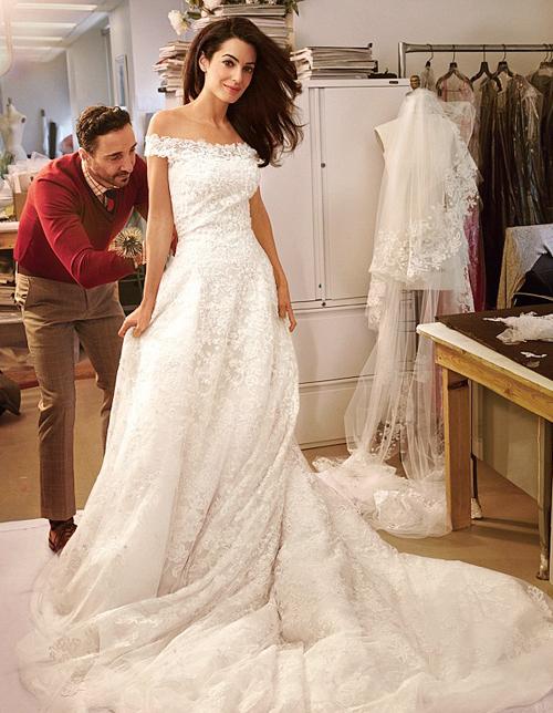 Cô dâu của George Clooney diện váy cưới ren