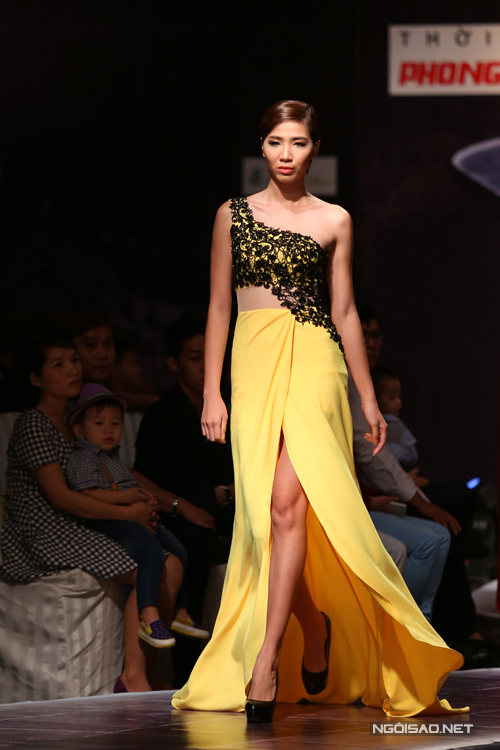 Các mẫu thiết kế phù hợp với bạn gái yêu phong cách gợi cảm với những chi tiết váy xẻ cao, váy xuyên thấu và cut -out đẹp mắt.