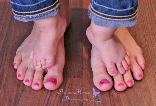 Mother-daughter-feet-with-matc-2336-8878