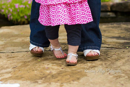 Mother-daughter-feet-with-matc-3279-4612