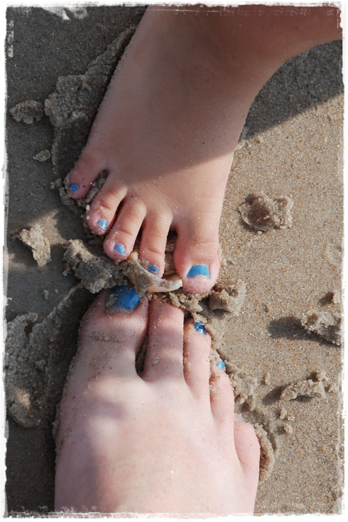 Mother-daughter-feet-with-matc-3426-3074