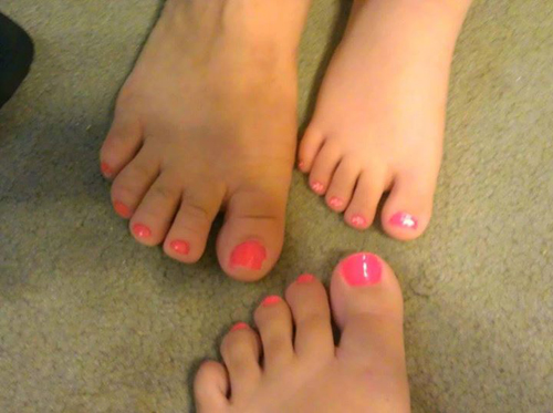 Mother-daughter-feet-with-matc-3612-5799