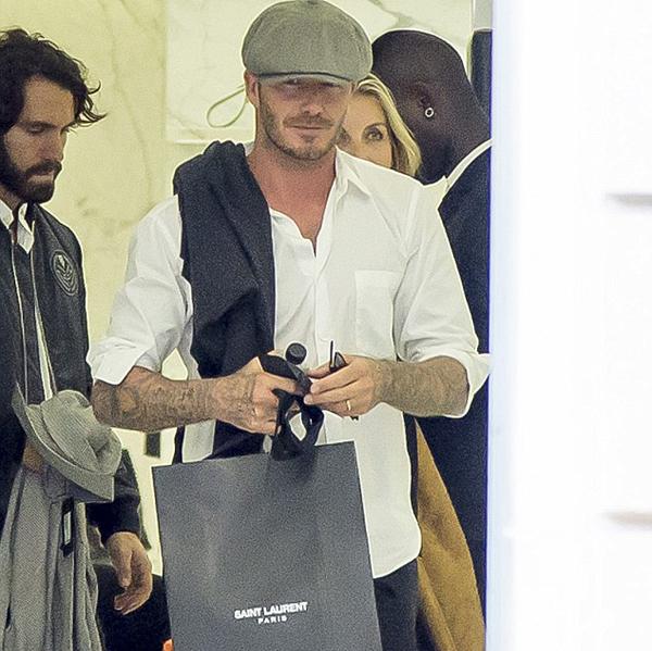 Becks được trông thấy đi mua sắm ở Paris hôm 30/9