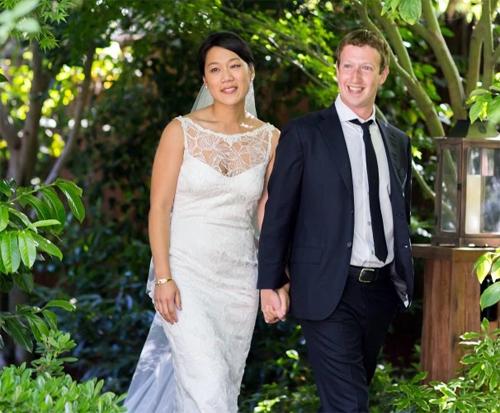 Cách vun đắp tình yêu của vợ chồng 'chủ Facebook'