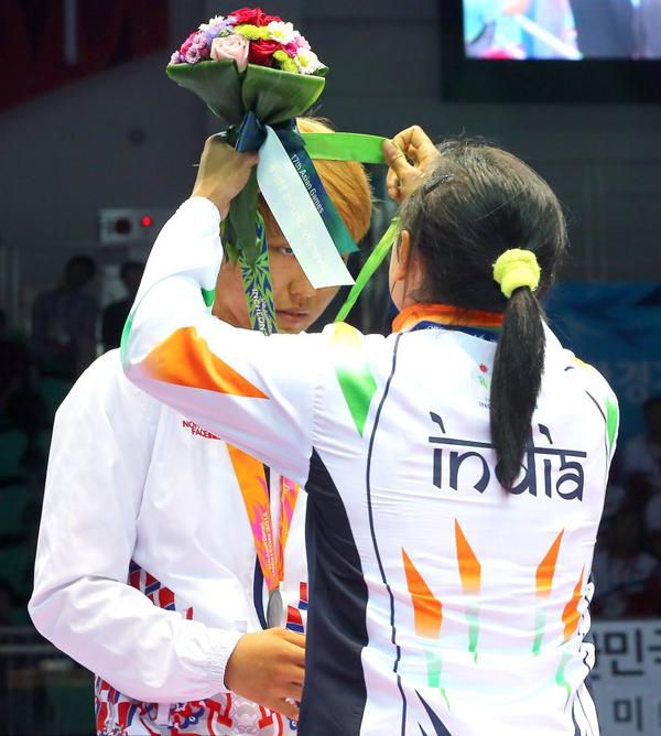 Sau khi nghi lễ trao huy chương hoàn tất