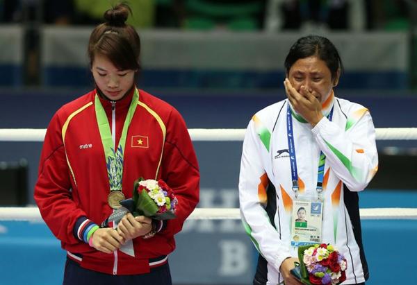 Sự cố hy hữu và tai tiếng xảy ra trong lễ trao giải huy chương