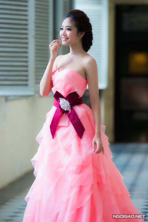 Ninh Hoàng Ngân chọn váy cưới  như thế nào?