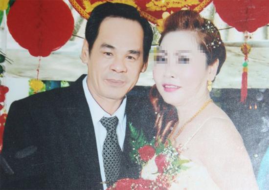 [Caption]Rạng và chị Huệ trong ngày đính hôn hơn 2 tháng trước