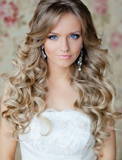 Những kiểu tóc lãng mạn cho cô dâu tóc dài