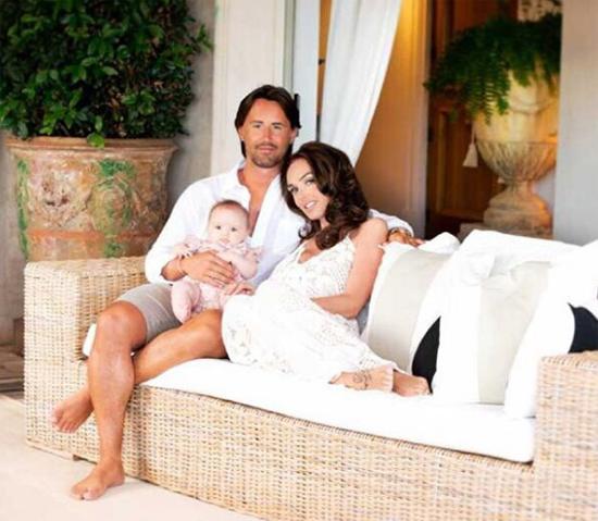 Tamara bên chồng và cô con gái nhỏ.