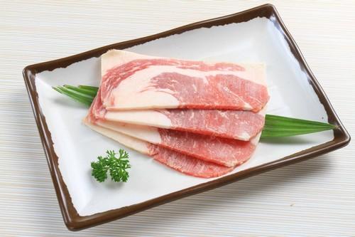 Bí quyết thứ 2 đó chính là việc sử dụng các loại gia vị tẩm ướp đặc trưng được nhập từ Hàn Quốc. Tất cả các nguyên liệu sau khi sơ chế đều được ông Park Sung Min  bếp trưởng nhà hàng, người có hơn 30 năm kinh nghiệm trong nghề bếp và là một trong những đầu bếp giỏi nhất Hàn Quốc  trực tiếp tẩm ướp, chế biến, đảm bảo mang đến cho thực khách những dư vị tinh tế nhất.