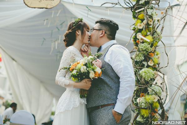 Lễ đính hôn Sài Gòn với hàng nghìn chong chóng tre