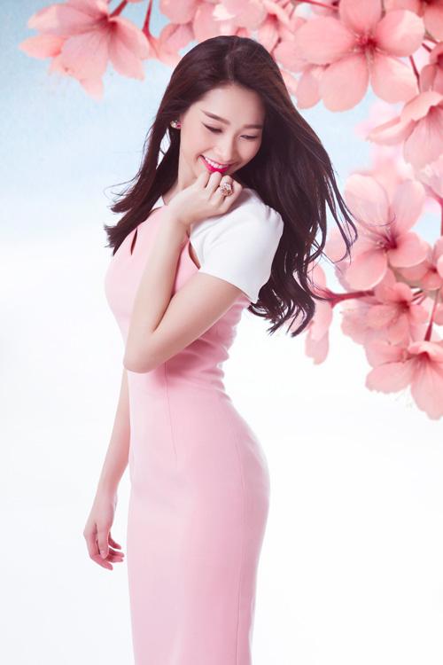 Váy cocktail thường được Thu Thảo lựa chọn bởi phong cách tối giản phù hợp với nét nhẹ nhàng của cô.