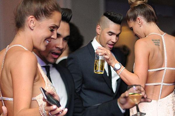 Người đẹp ba con say sưa tập nhảy với VĐV thể dục dụng cụ Louis