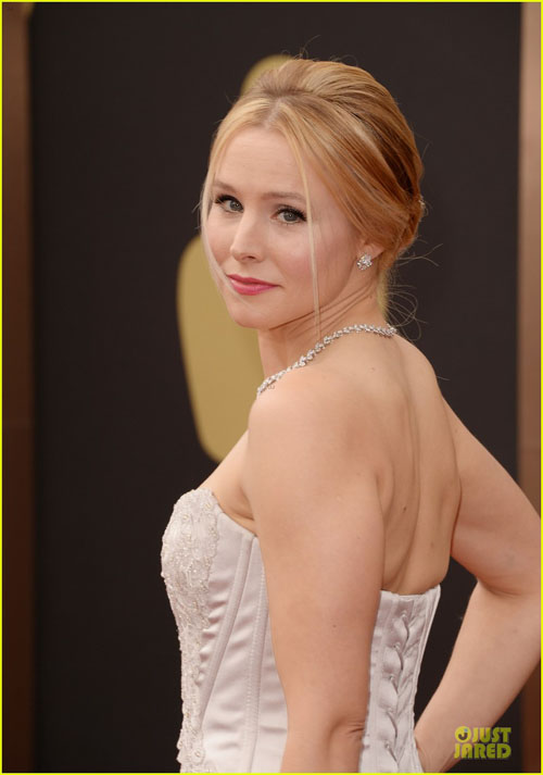 kristen-bell-brings-burrito-on-7928-7204