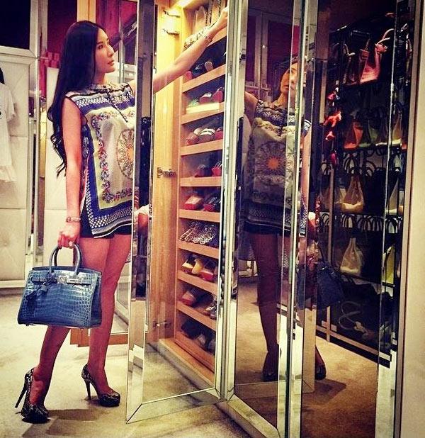 2-Jamie-Chua-at-wardrobe-3453-1412851934