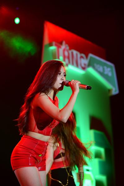 Sau thành công của album hợp tác cùng nhạc sĩ Thanh Bùi, cái tên Hoàng Thùy Linh ngày càng được khán giả yêu mến. Trong đêm nhạc này, ngay khi xuất hiện, Hoàng Thùy Linh đã trở thành tâm điểm chú ý.