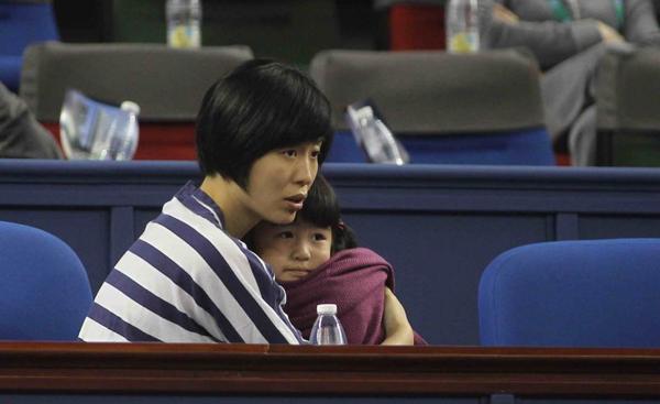 Vợ chồng cựu siêu sao bóng rổ Yao Ming