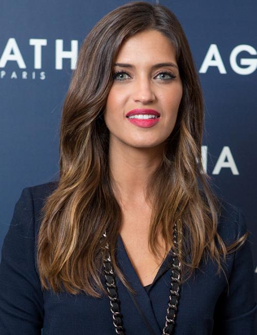 Người đẹp Sara Carbonero tươi tắn và trẻ trung