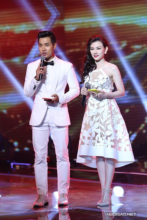 Sử dụng vest thiết kế sang trọng, gam màu nhã nhặn đã giúp hình ảnh của Nguyên Khang ngày càng trở nên lịch lãm và thu hút hơn.