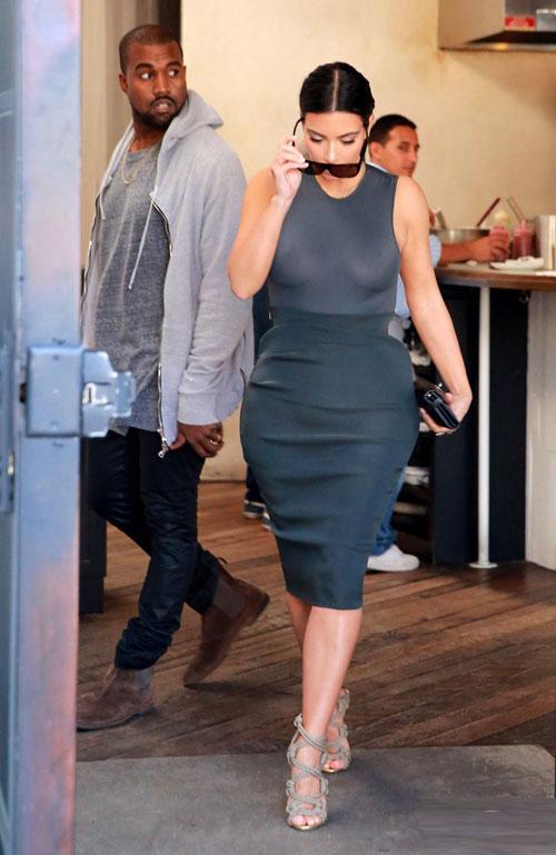 Kim 'thả rông' khoe thân hình nóng bỏng trên phố