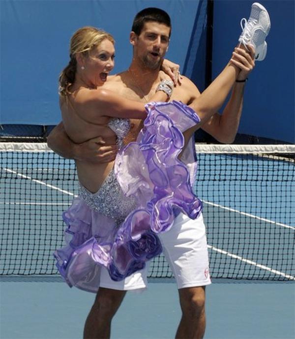 Tay vợt số một thế giới rất thích nhảy, và có thể nhảy nhiều thể loại và luôn hào hứng tham gia các màn khởi động vui nhộn trước giải đấu.