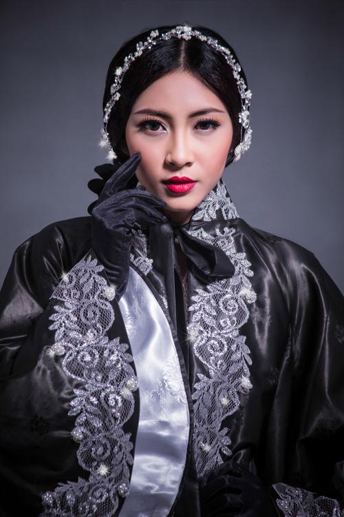 Sau Couture Fashion Week in New York vào tháng 9, nhà thiết kế Võ Việt Chung tiếp tục nhận được lời mời tham dự Losangeles Fashion Week.