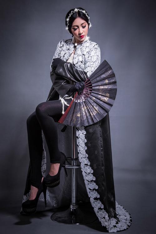 Costume by: Vo Viet Chung; Photoghapher: Cha Pi, Tây KaKa; Model: Dang Thu Thao; Make-up & Hair: Fero Huy