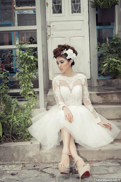 Hotgirl Lily Luta tươi trẻ với váy cưới ngắn