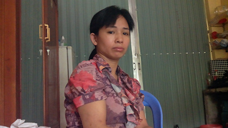 Bà Nguyễn Thị Thiện, mẹ của Thanh trao đổi với PV.