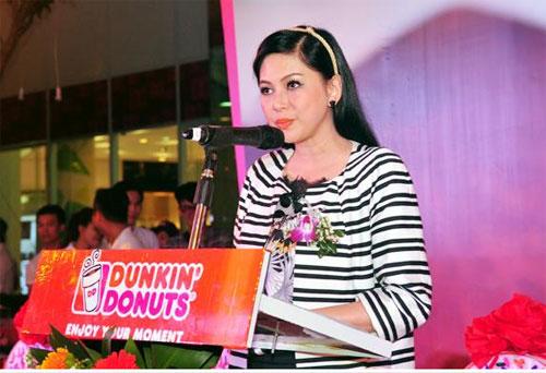 Bà Lê Hồng Thủy Tiên phát biểu tại Lễ Khai trương