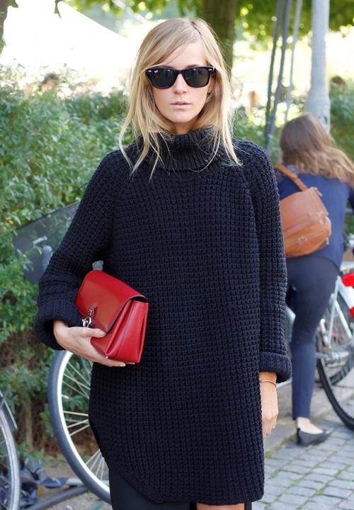 Áo len dáng dài chỉ thực sự phù hợp với các bạn gái có thân hình mảnh dẻ. Nếu chọn lựa không khéo, người mặc sẽ dễ bị lọt thỏm trong khối len và mang lại hình ảnh khá luộm thuộm.