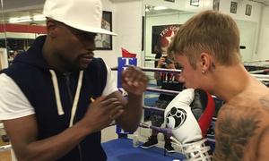 Mayweather dạy Justin Bieber đấm bốc