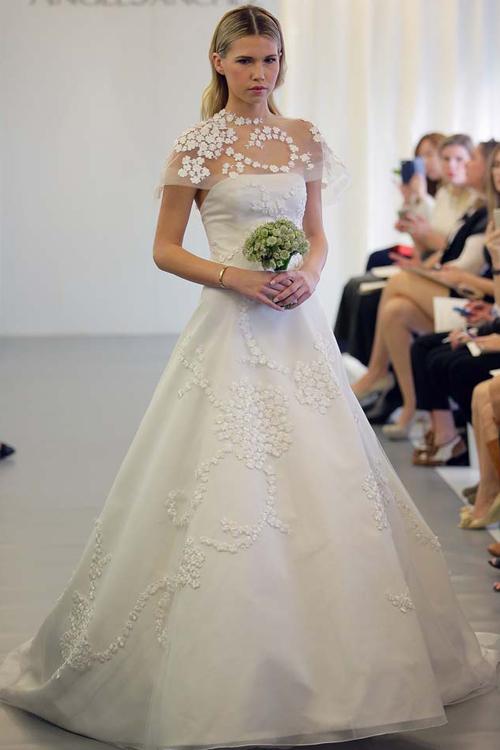 24 mẫu váy cưới đẹp nhất sàn diễn New York