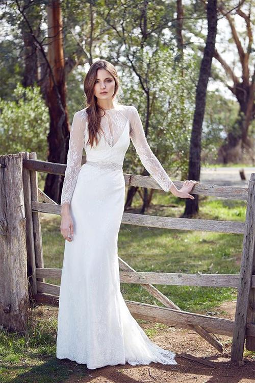 Váy cưới dài tay xua tan lạnh cho cô dâu