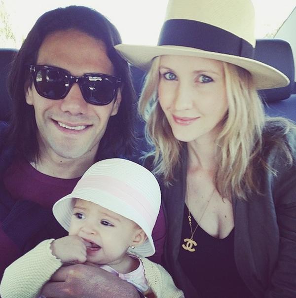Vợ chồng Falcao và cô con gái nhỏ Dominique.