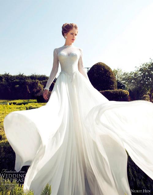 Váy cưới dài tay có dáng thân trên ôm sát, thân dưới xòe rộng khiến bạn lộng lẫy như công chúa