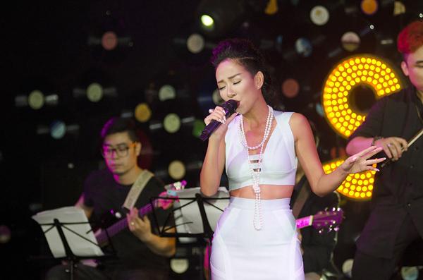 ca-si-Thao-Trang-4-3338-1414207633.jpg
