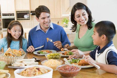 family-eating-at-dinner-table-3407-14143