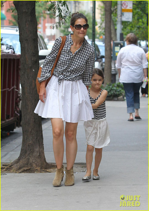 katie-holmes-suri-matching-out-5071-1738