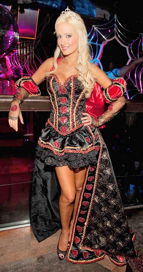 Holly-Madison-Queen-of-Hearts-8203-14144