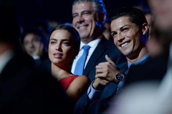 Trong lễ trao giải tổng kết La Liga mùa giải 2013-2014, C. Ronaldo giành 3 danh hiệu
