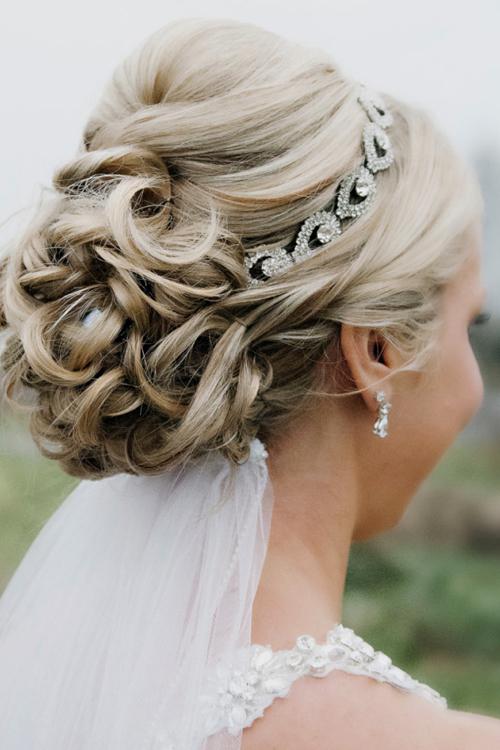 12 kiểu tóc cưới hợp với cô dâu dịu dàng