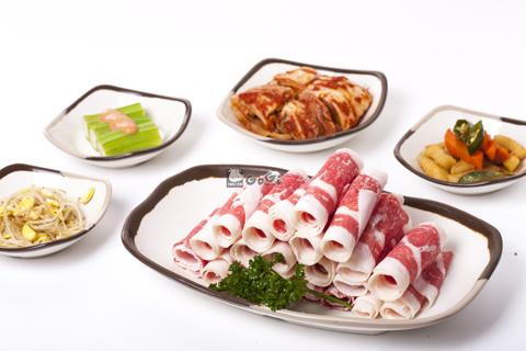 GoGi House phục vụ bạn với nhiều sự lựa chọn cho món thịt nướng như: dẻ sườn bò Mỹ, gầu bò Mỹ, nạc vai heo, thịt sườn bò Mỹ cao cấp&