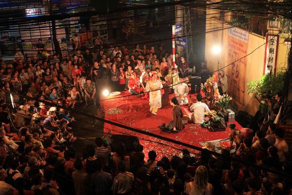 Góc phố Mã Mây - Lương Ngọc Quyến được dành để biểu diễn các môn nghệ thuật truyền thống nhằm quảng bá văn hoá Việt Nam